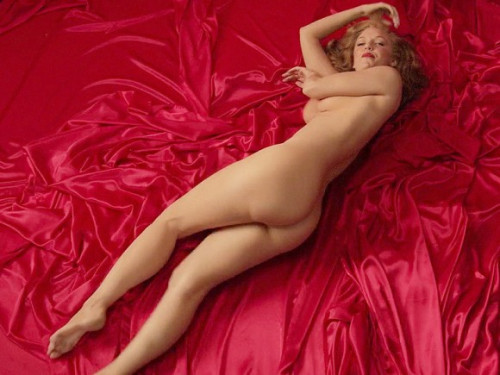 Kelli-Garner-Topless-Covered-As-Marilyn-Monroe-17-580x435d4327.jpg