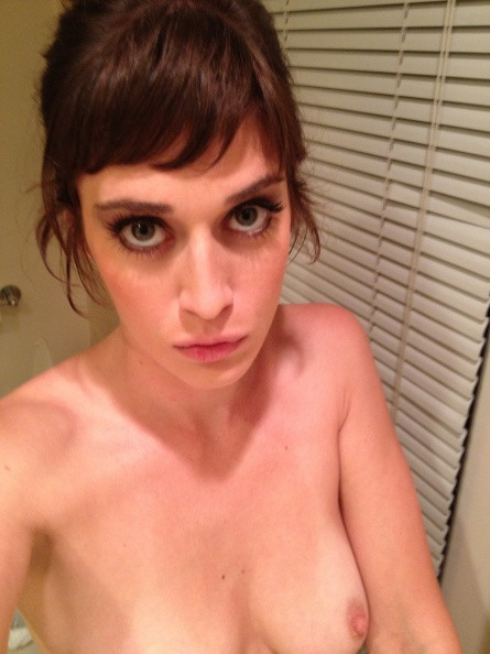 Lizzy-Caplan-Naked-12d4a0e1994ae6f523.jpg