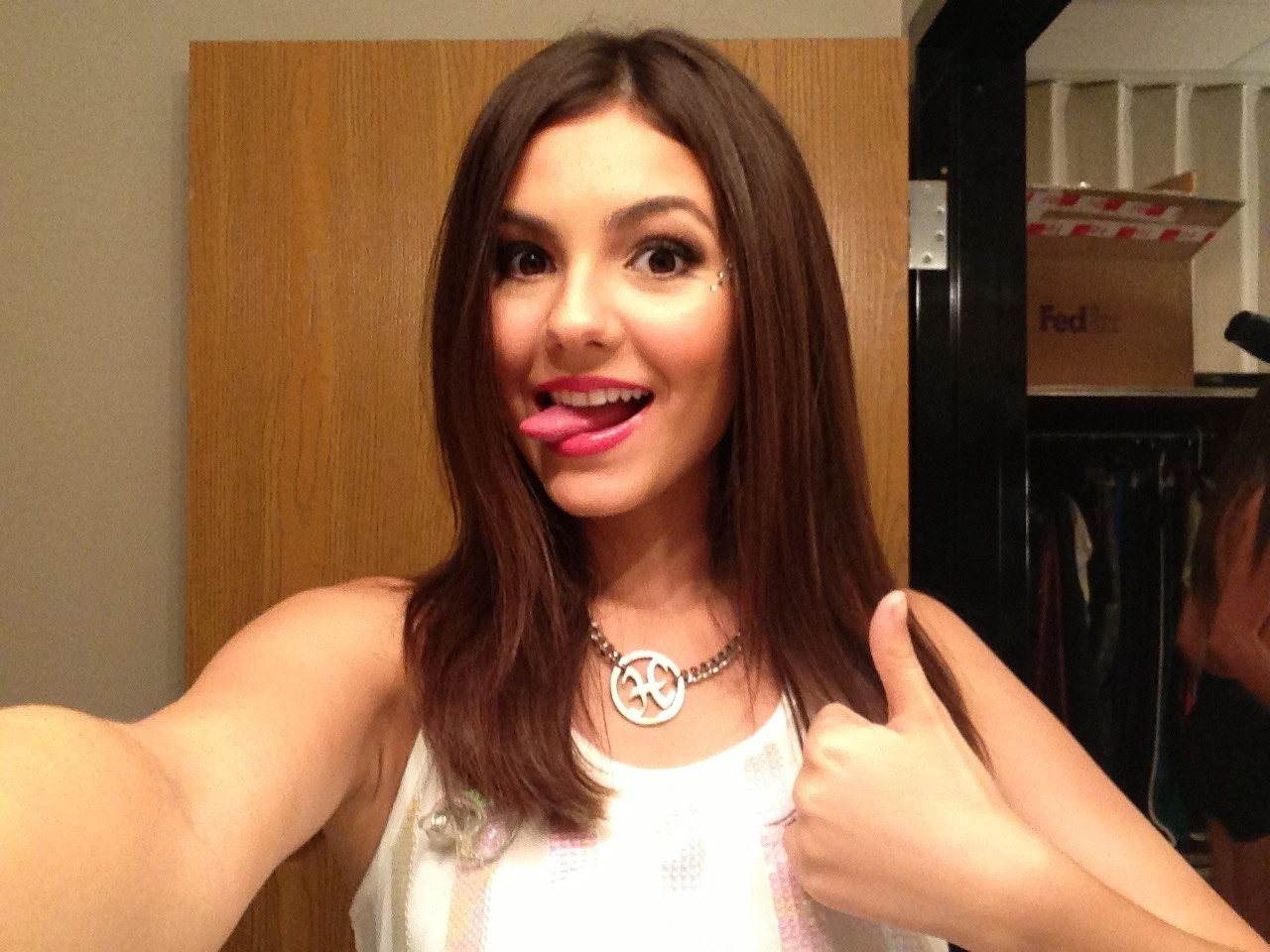Victoria-Justice-Naked-008a23470e81a04ee6a.jpg