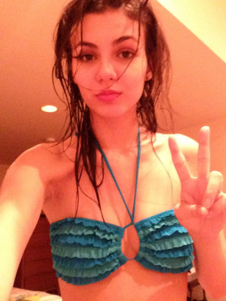Victoria-Justice-Naked-017b48a1f1a0d046789.jpg