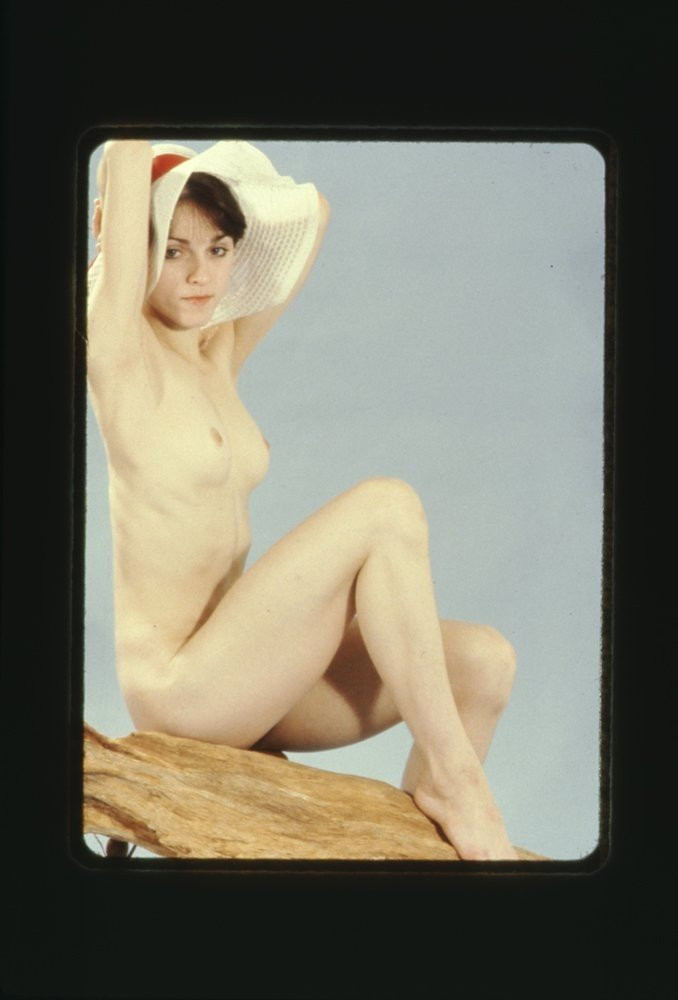 Madonna-Young-Naked-11019ae70f861df960.jpg