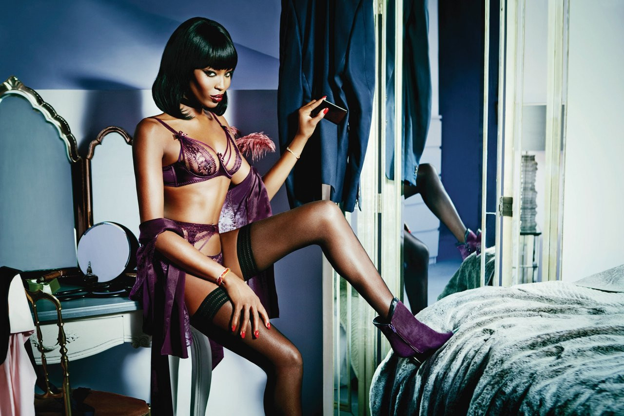 Naomi-Campbell-Naked-067ab90215c34a8771.jpg