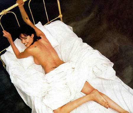 Angelina-Jolie-Naked-05---TheFappening.nuacd439a3ec93612d.jpg