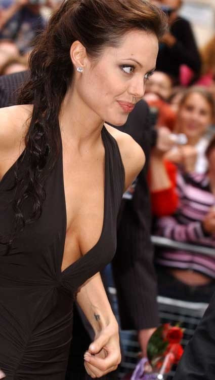 Angelina-Jolie-Naked-29---TheFappening.nudc50ac56477ced36.jpg