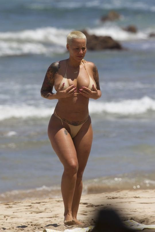 Amber Rose Topless 14 TheFappening.nu