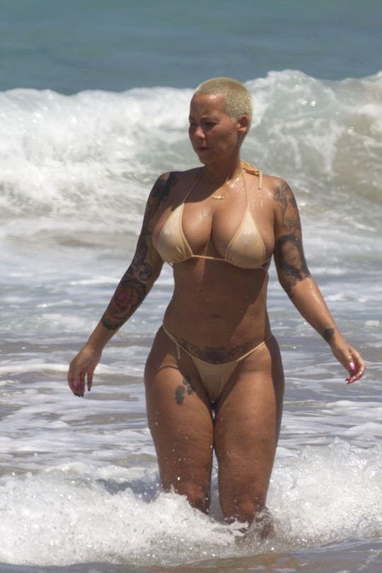 Amber Rose Topless 17 TheFappening.nu