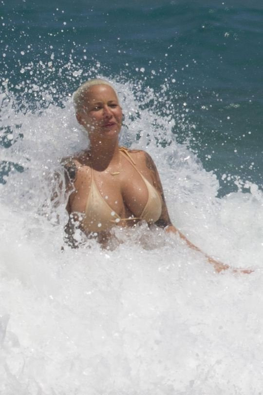 Amber Rose Topless 20 TheFappening.nu