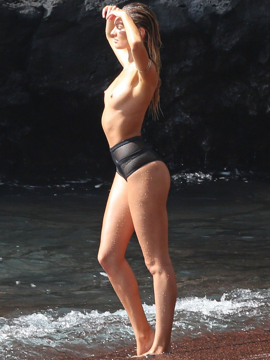 Candice Swanepoel Topless 01 TheFappening.nu