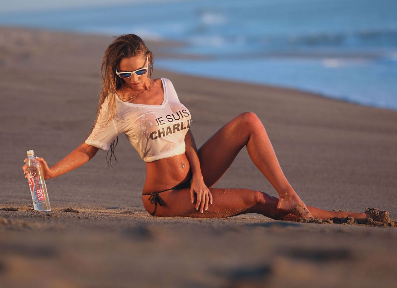 Charlie Riina Topless 13 TheFappening.nu