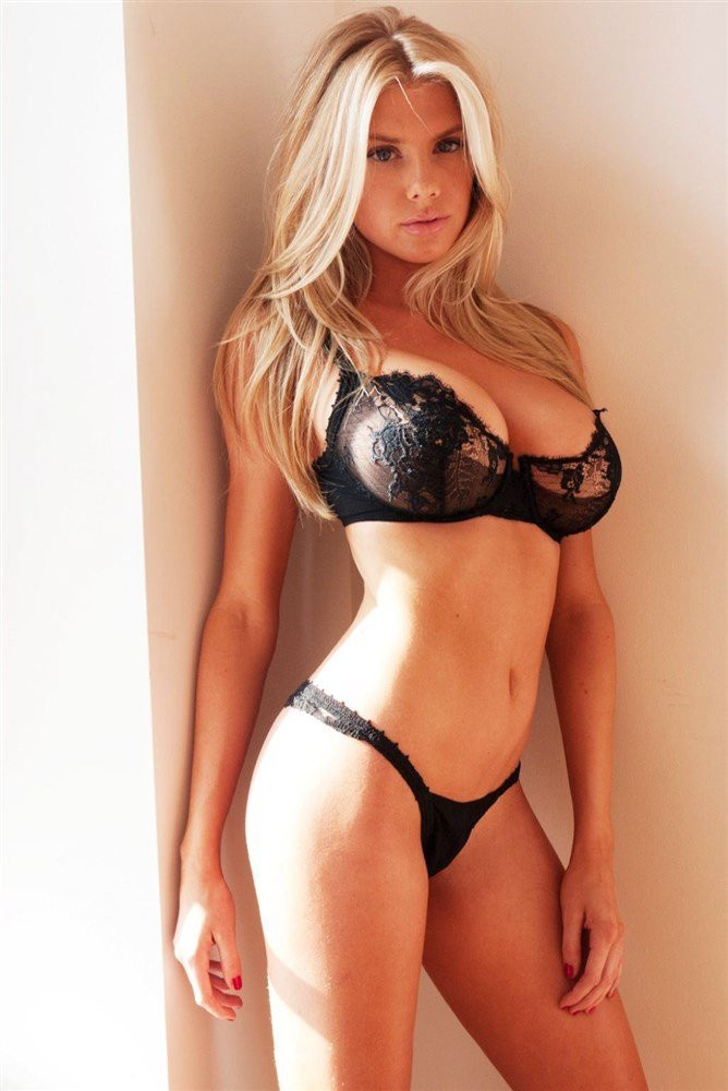 Charlotte McKinney Topless 01 TheFappening.nu