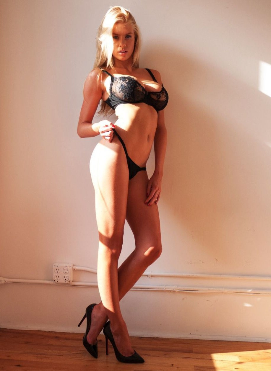 Charlotte McKinney Topless 08 TheFappening.nu