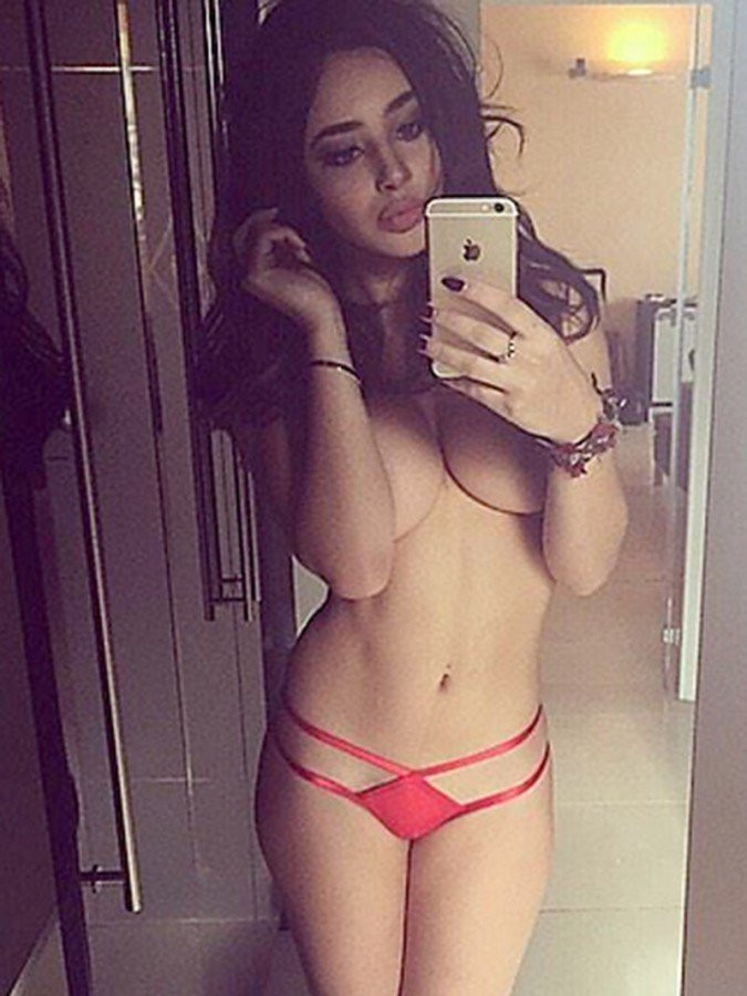 Courtnie Quinlan Topless 02 TheFappening.nu