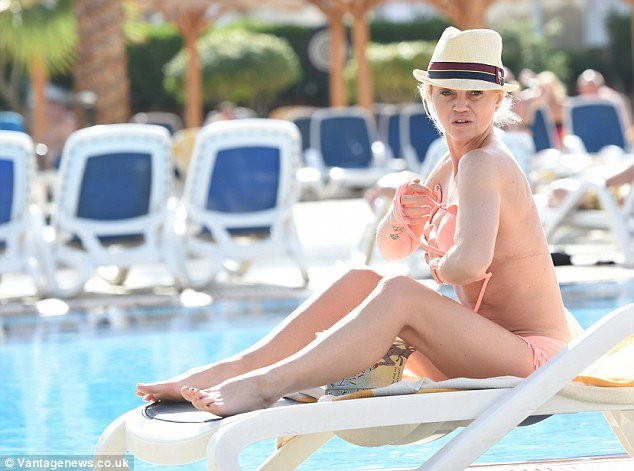 Danniella Westbrook Topless 07 TheFappening.nu