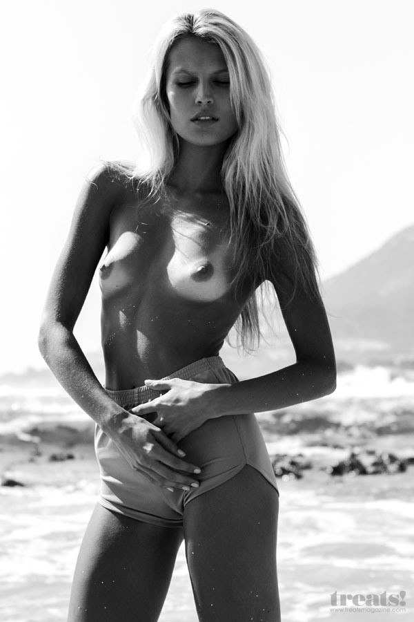 Derryn Lester Topless 8 TheFappening.nu