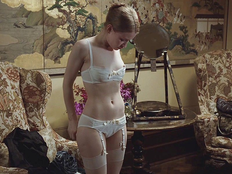 Emily Browning Naked 02 TheFappening.nu