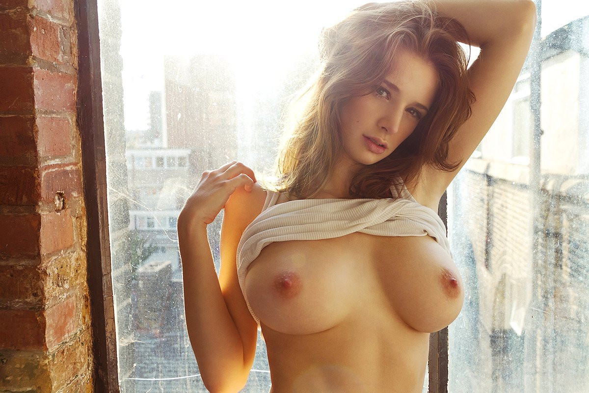 Emily Shaw Topless 01 TheFappening.nu