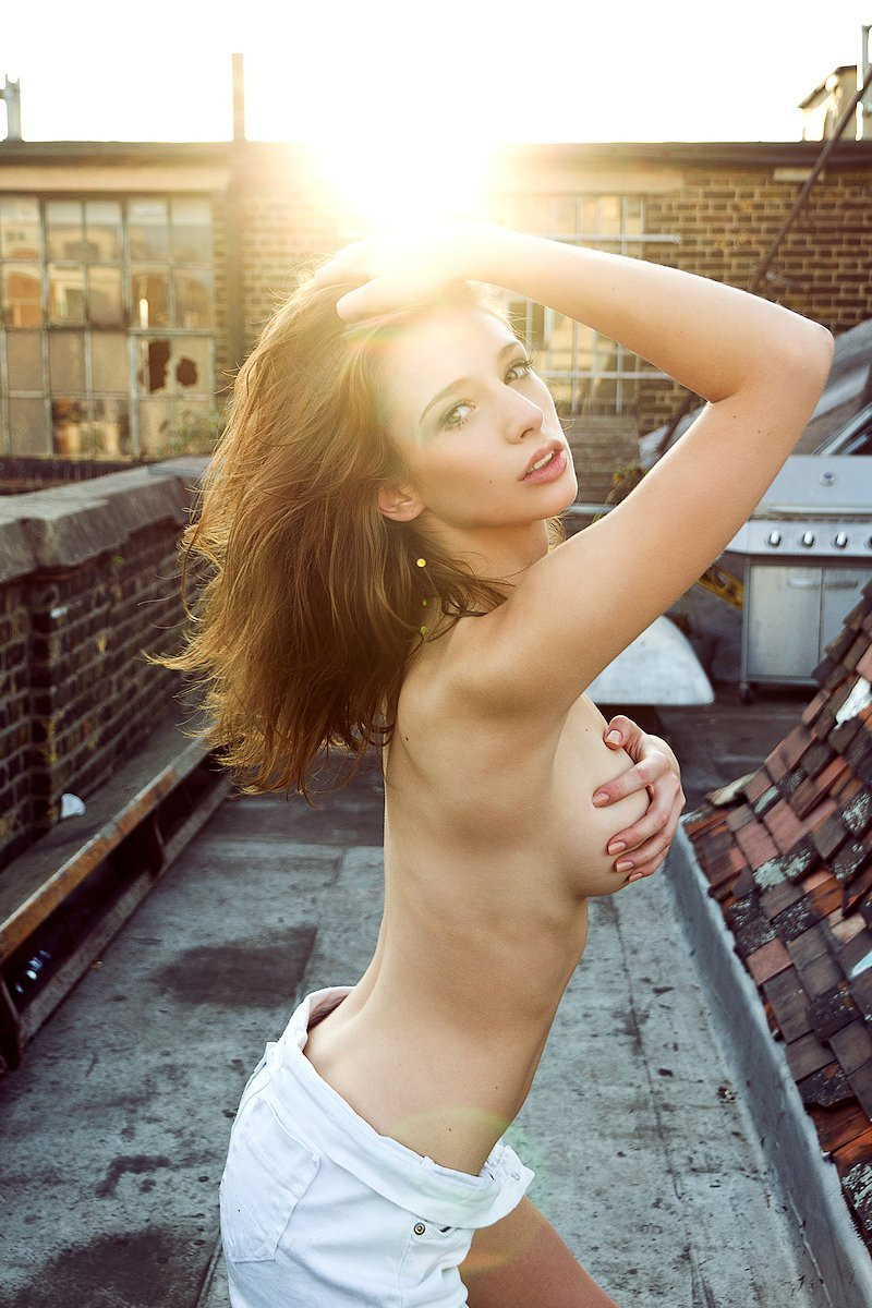 Emily Shaw Topless 04 TheFappening.nu