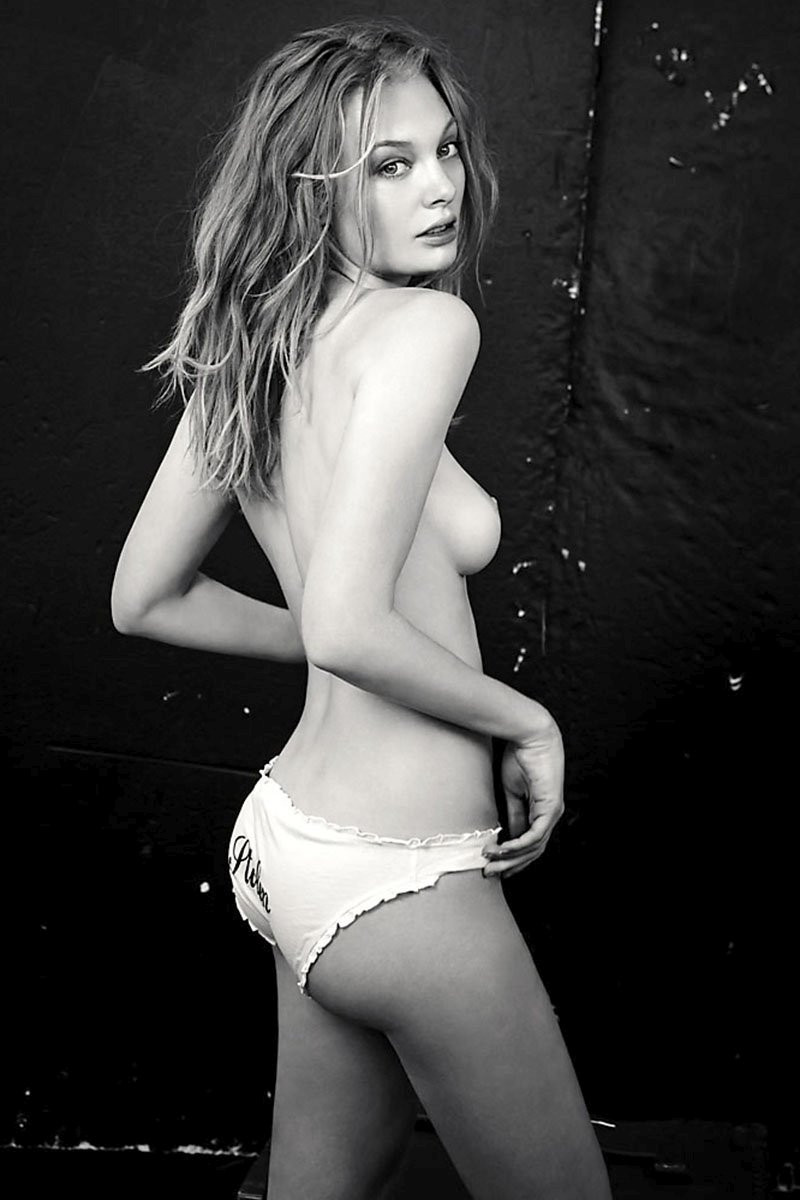 Esther Cronin Topless 021 TheFappening.nu