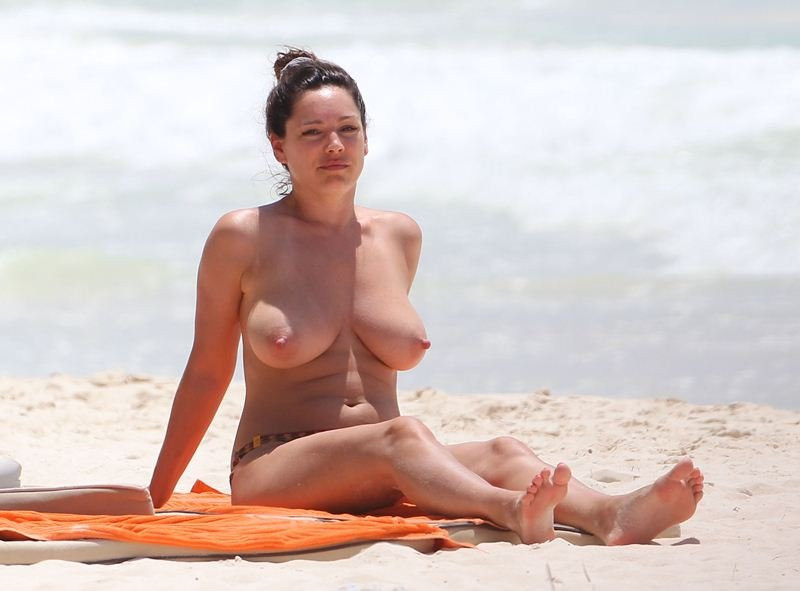 Kelly Brook Topless 01 TheFappening.nu