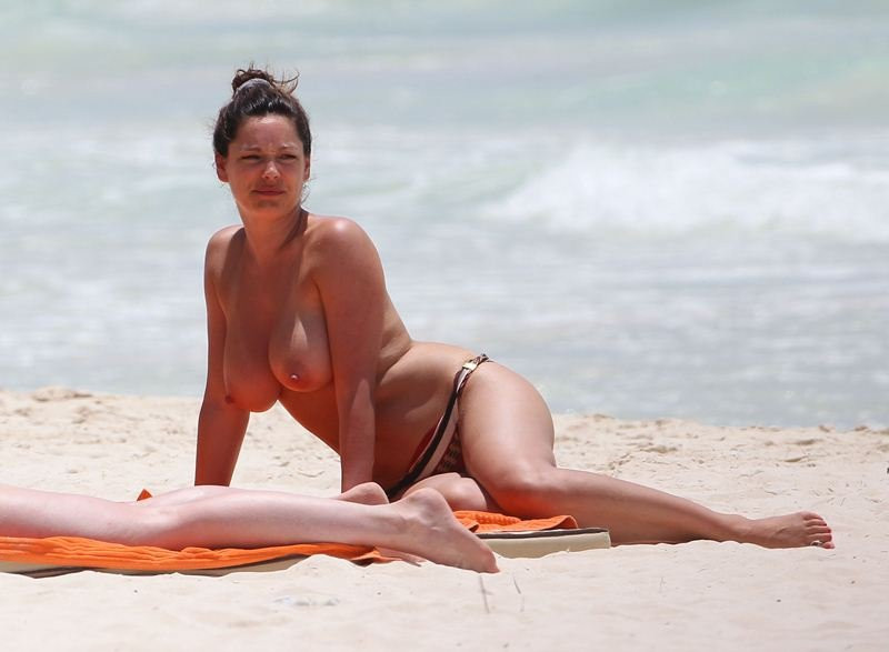 Kelly Brook Topless 09 TheFappening.nu