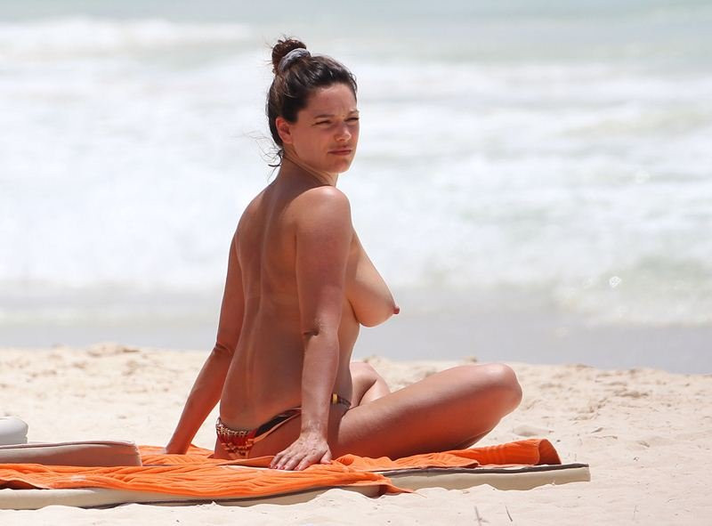 Kelly Brook Topless 11 TheFappening.nu