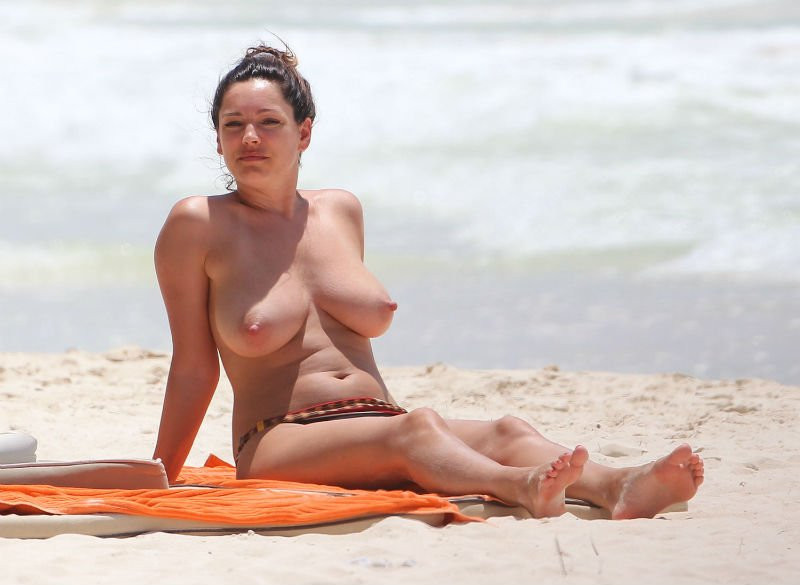 Kelly Brook Topless 12 TheFappening.nu