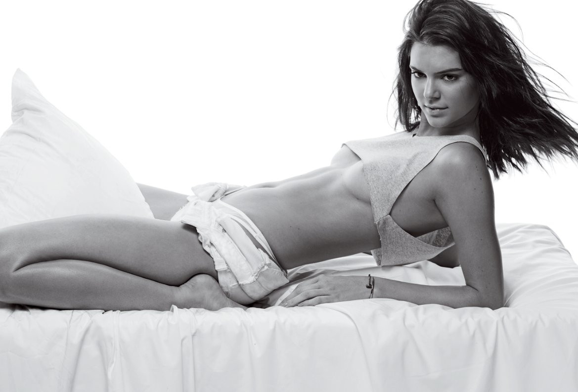 Kendall Jenner Topless 00 TheFappening.nu