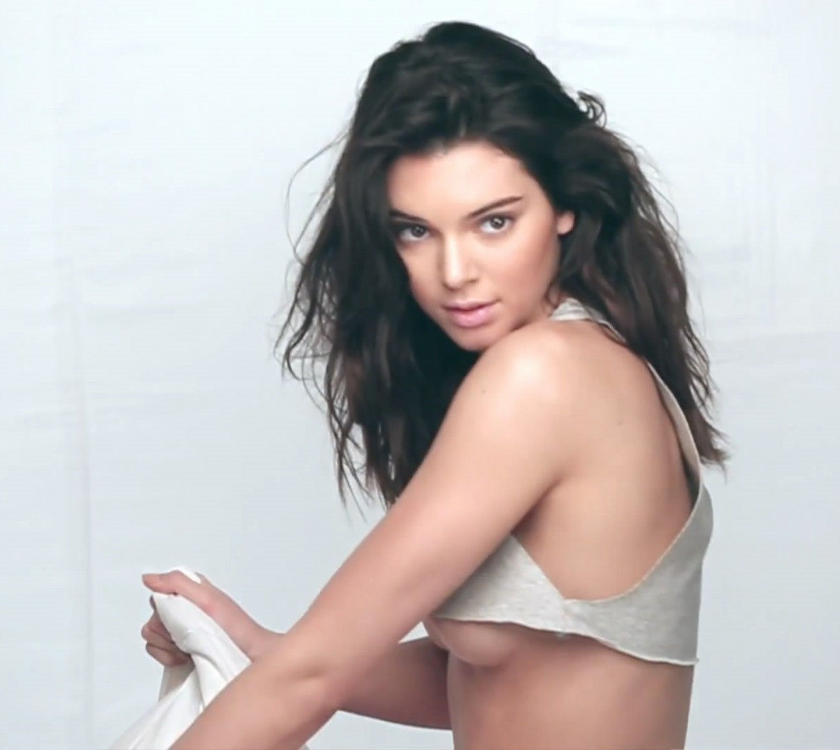 Kendall Jenner Topless 121 TheFappening.nu