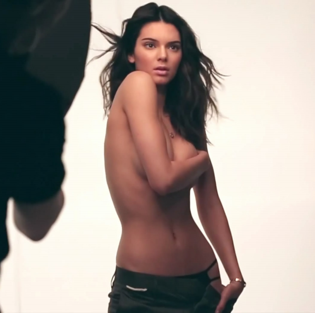 Kendall Jenner Topless 31 TheFappening.nu