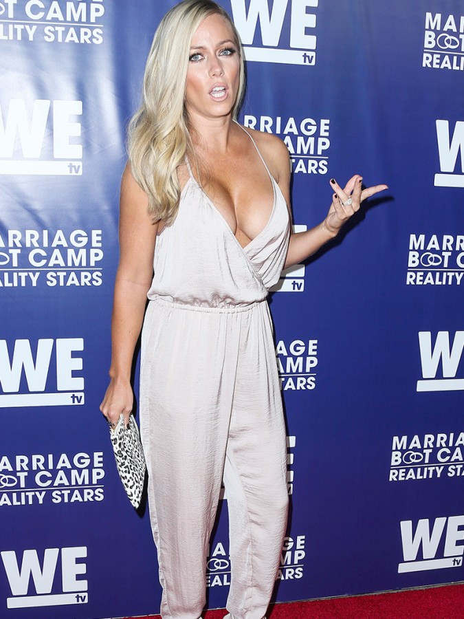 Kendra Wilkinson Huge Braless Cleavage For Reality Premiere Party 02 675x900 TheFappening.nu