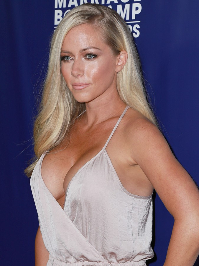 Kendra Wilkinson Huge Braless Cleavage For Reality Premiere Party 06 675x900 TheFappening.nu