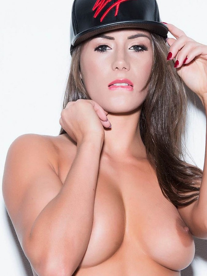Laura Hollyman Topless 4 TheFappening.nu