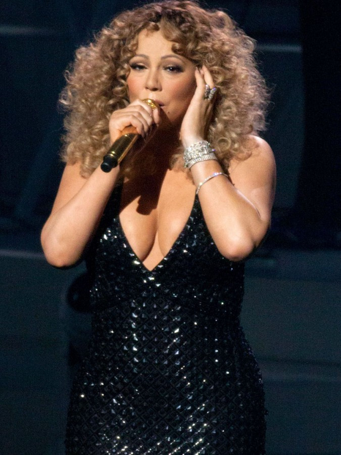 Mariah Carey Flashes Panties During Vegas Performance 01 675x900 TheFappening.nu