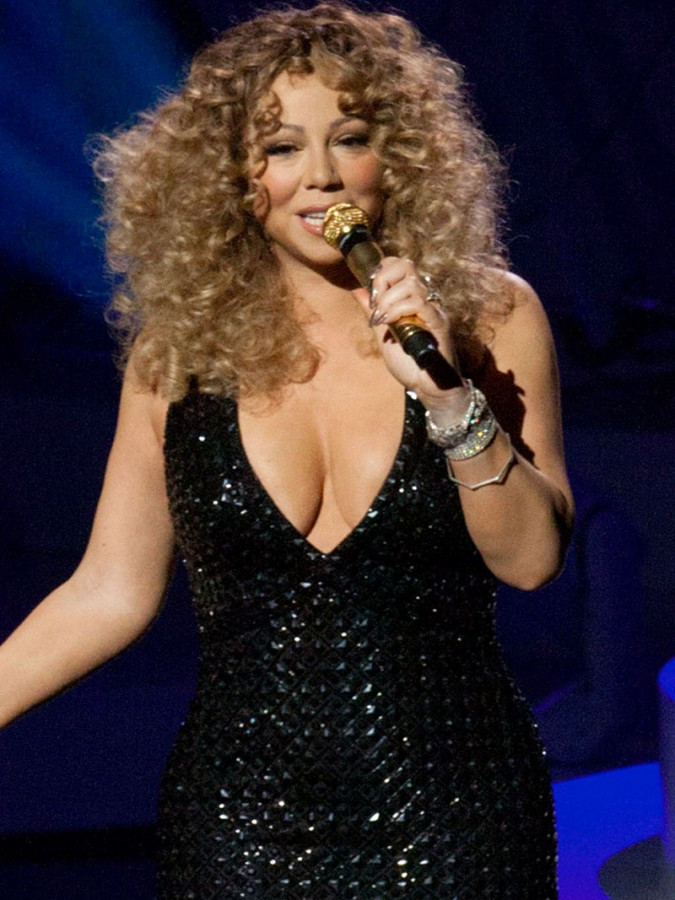 Mariah Carey Flashes Panties During Vegas Performance 02 675x900 TheFappening.nu