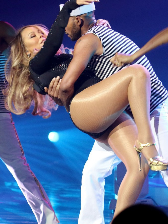 Mariah Carey Flashes Panties During Vegas Performance 05 675x900 TheFappening.nu