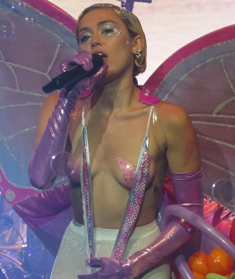 Miley Cyrus Topless 210 TheFappening.nu
