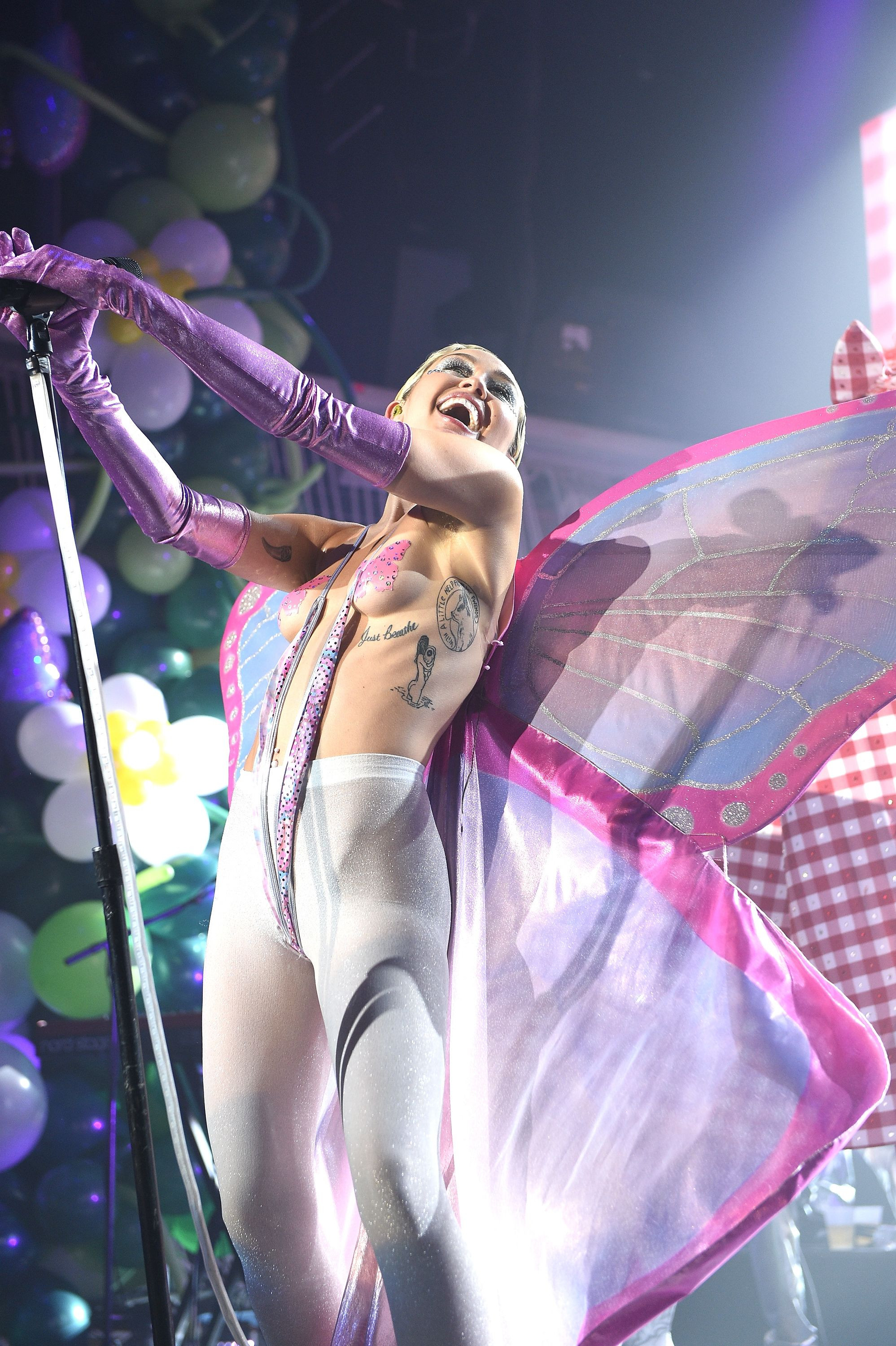 Miley Cyrus Topless 27 TheFappening.nu