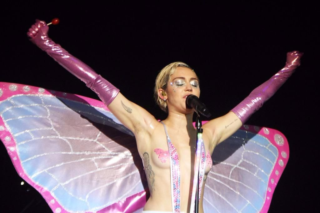 Miley Cyrus Topless 36 TheFappening.nu
