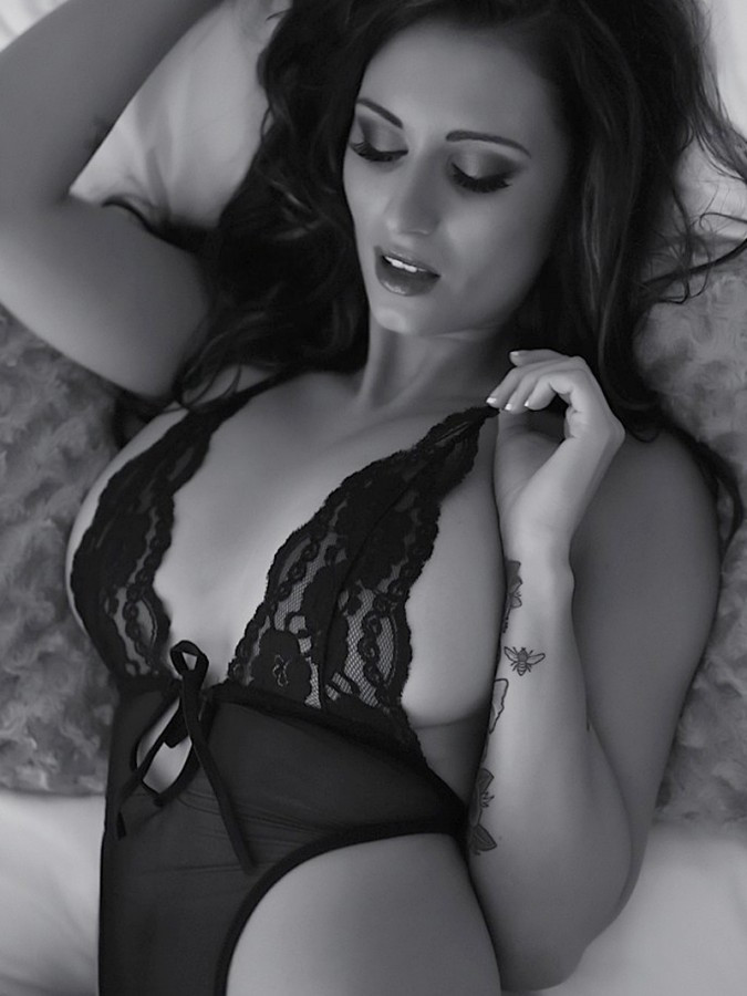 Sammy-Braddy-Black-And-White-Lingerie-04-675x900-TheFappening.nu7d005b743d2dc932.jpg