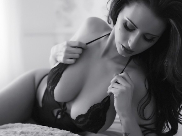 Sammy-Braddy-Black-And-White-Lingerie-07-580x435-TheFappening.nu02f302483daee73a.jpg