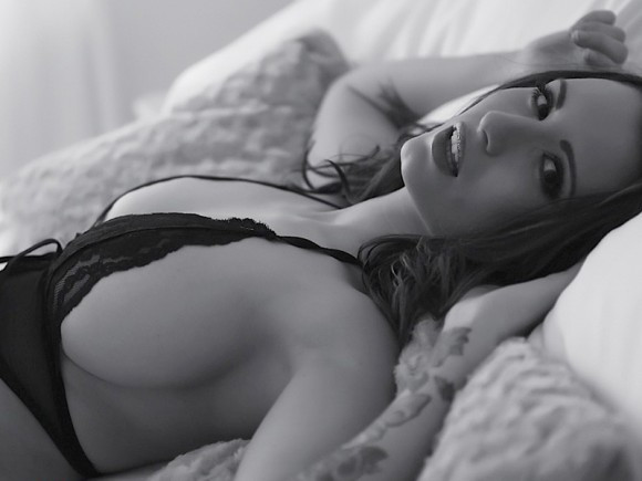 Sammy-Braddy-Black-And-White-Lingerie-25-580x435-TheFappening.nu61594eee77ca9b65.jpg
