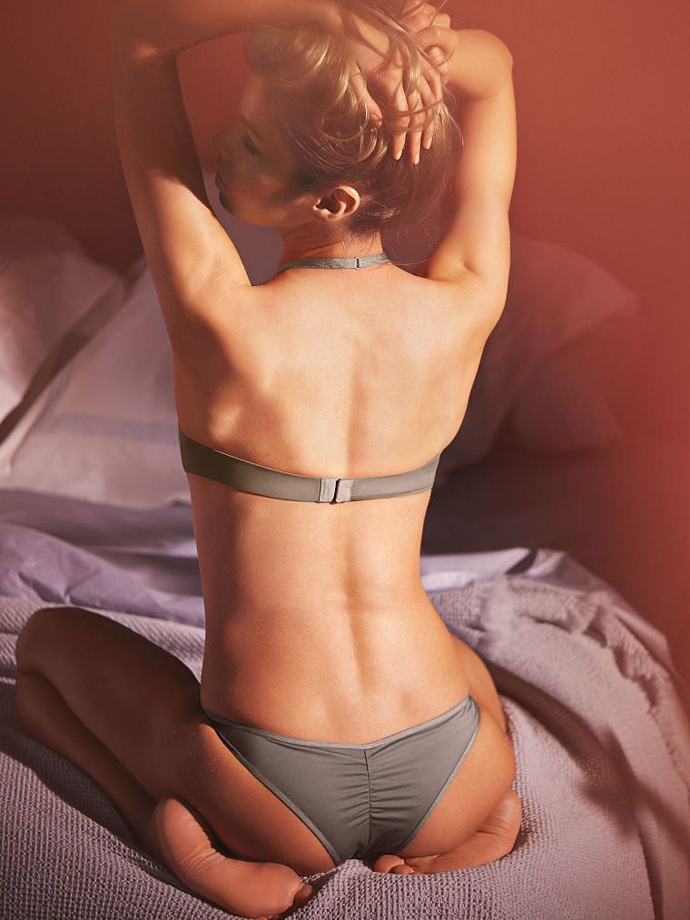 Stella Maxwell in Lingerie 14 TheFappening.nu