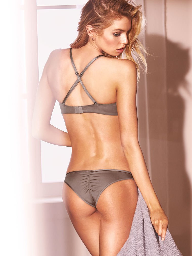 Stella Maxwell in Lingerie 16 TheFappening.nu