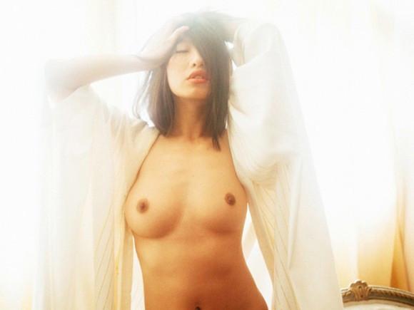 Yu Hsun Topless In Purple Diary 01 580x435 TheFappening.nu