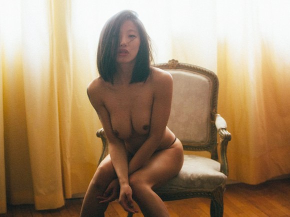 Yu Hsun Topless In Purple Diary 04 580x435 TheFappening.nu