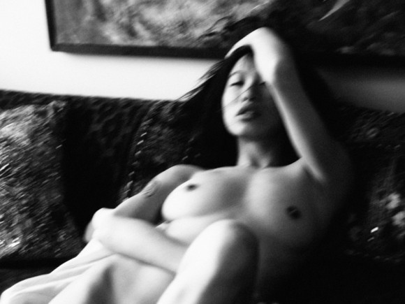 Yu Hsun Topless In Purple Diary 07 580x435 TheFappening.nu