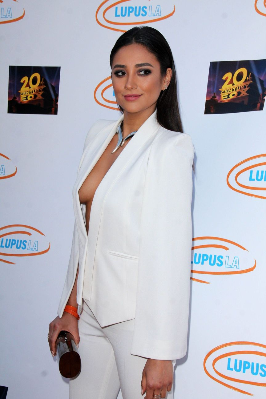 Shay Mitchell Sideboob 1 TheFappening.nu