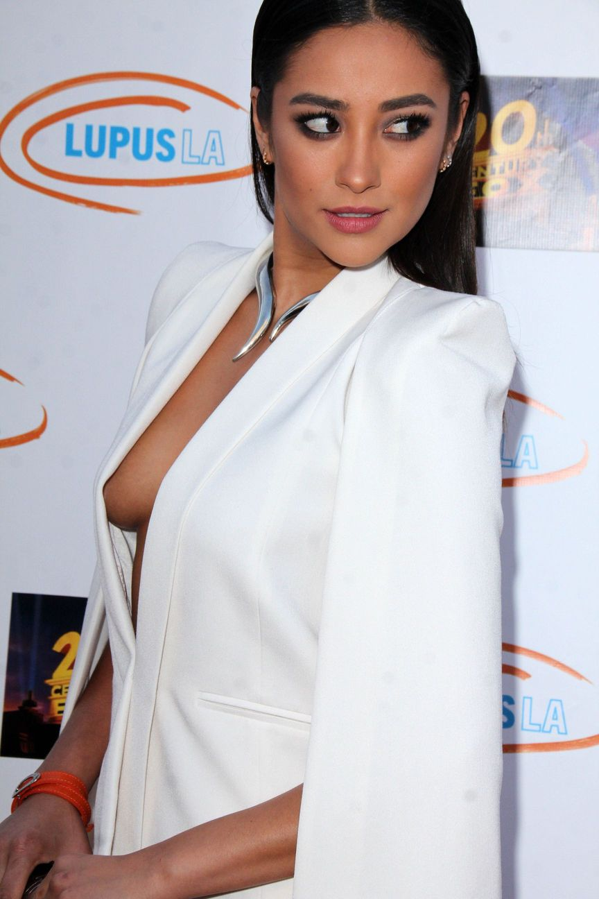 Shay Mitchell Sideboob 2 TheFappening.nu