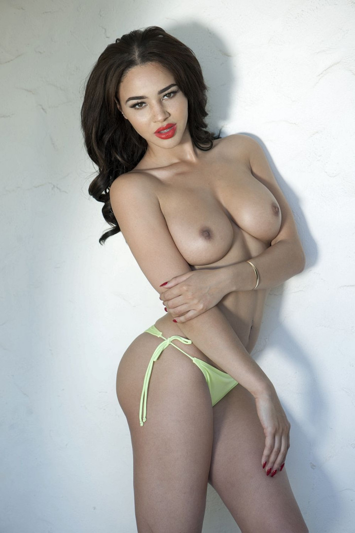 Courtnie-Quinlan-Sexy-Topless-2-TheFappening.nu6de721074a317ac0.jpg