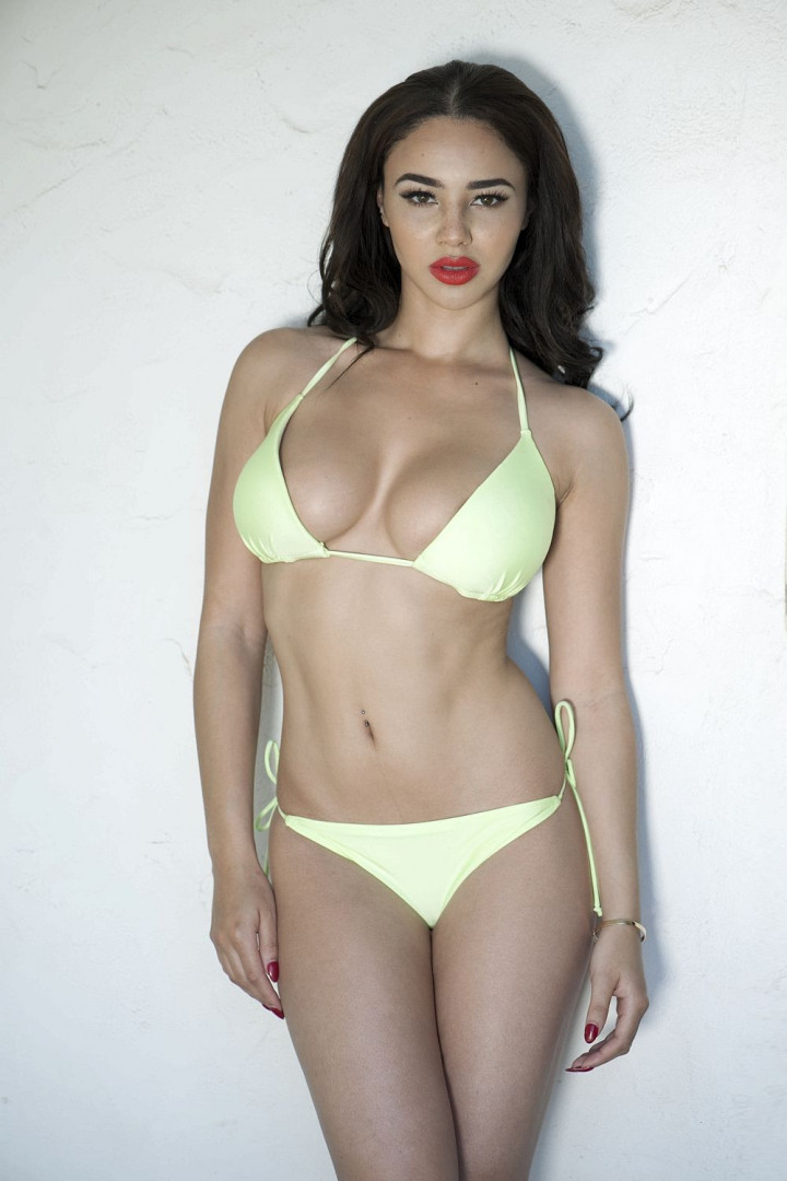 Courtnie-Quinlan-Sexy-Topless-4-TheFappening.nuf56a8408e2106306.jpg